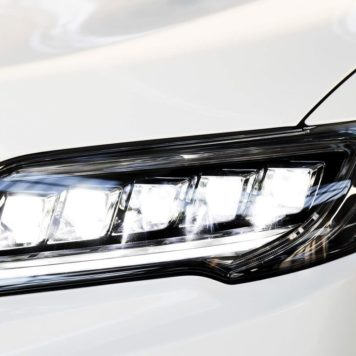 2017 Acura RDX headlight up close