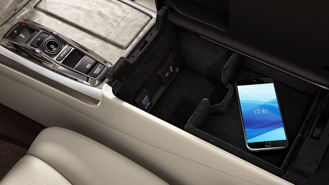 2019 Acura RLX usb charging ports