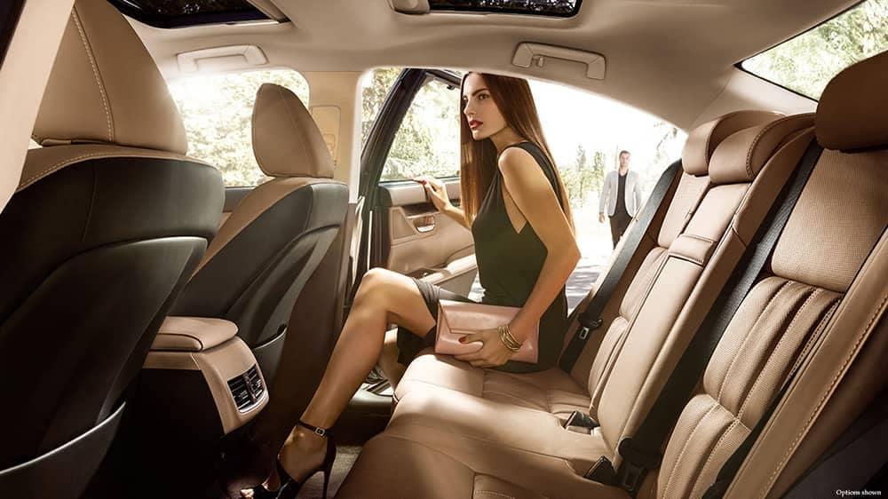 2018 Lexus ES interior