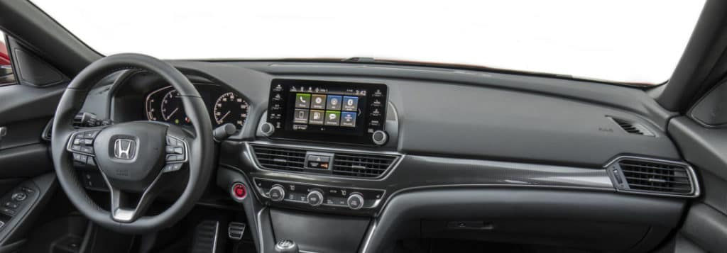 How to connect a smartphone to the 2018 Honda Accord