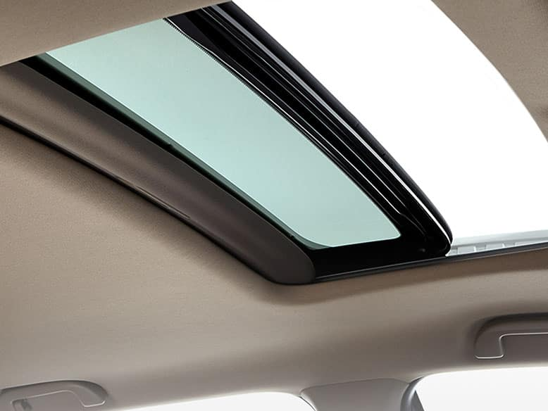 2019 Honda Pilot with one-touch power moonroof