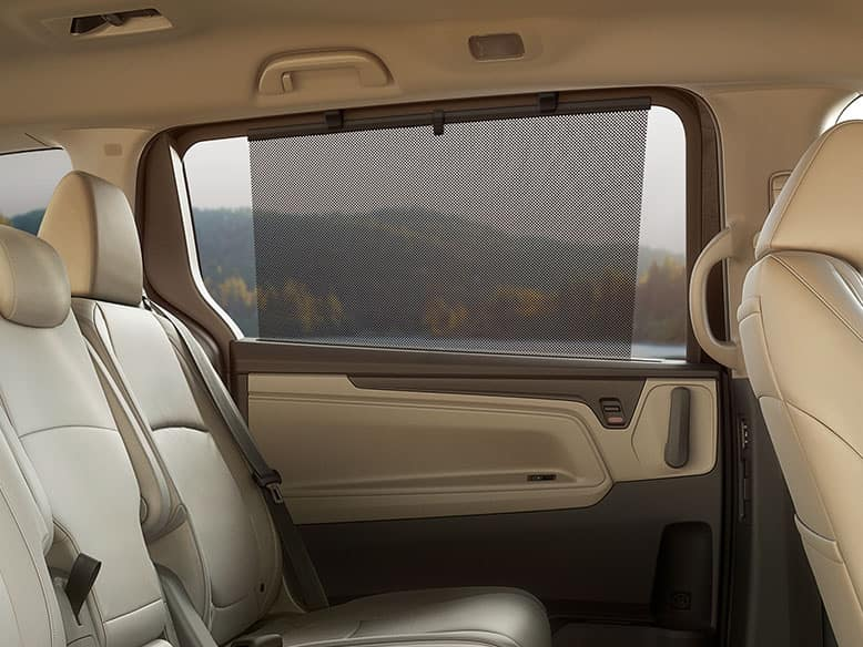 2019 Honda Pilot with 2nd Row Passenger Sunshades