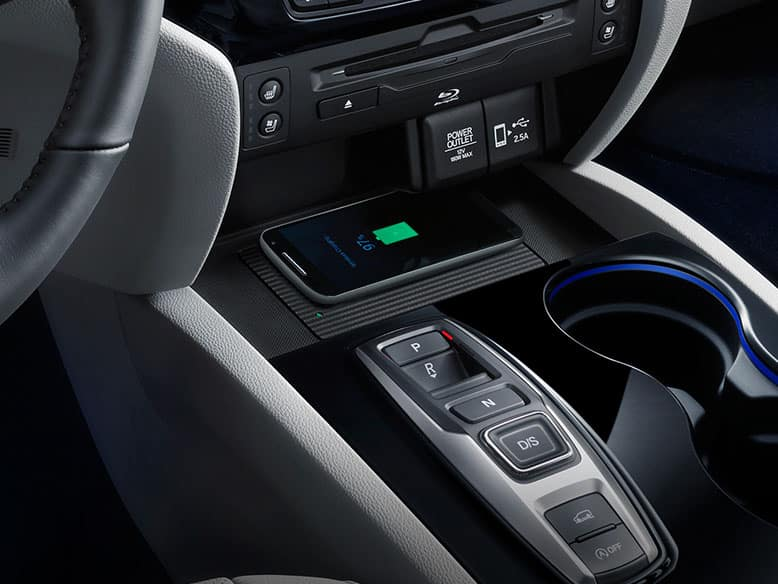 2019 Honda Pilot Elite with wireless phone charger