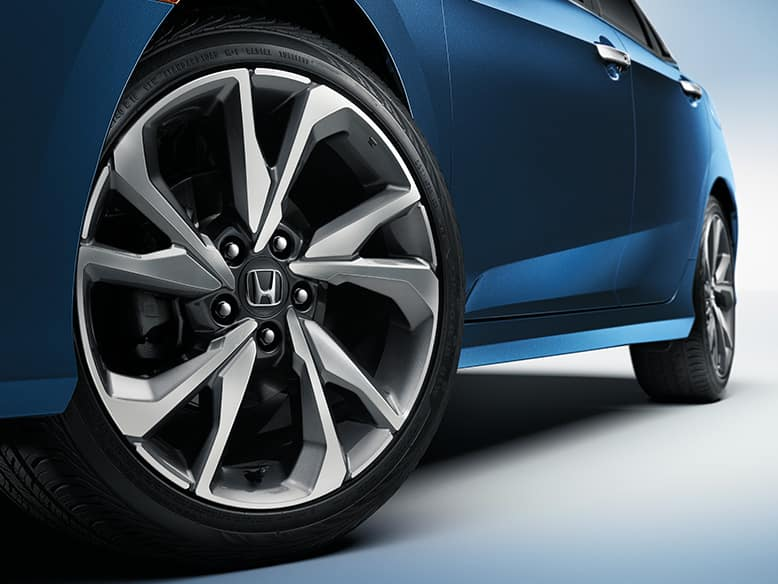 2019 Honda Civic with 18-inch alloy wheels