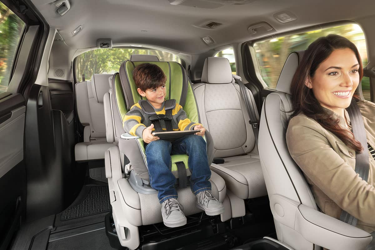 2021 Honda Odyssey with magic slide 2nd row seats