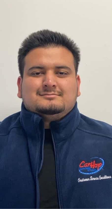 Alex Urbina. Salesperson