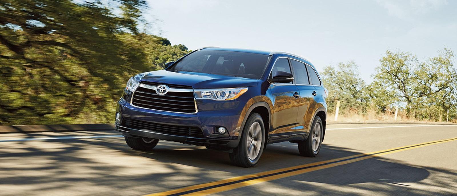 2016 Toyota Highlander driving