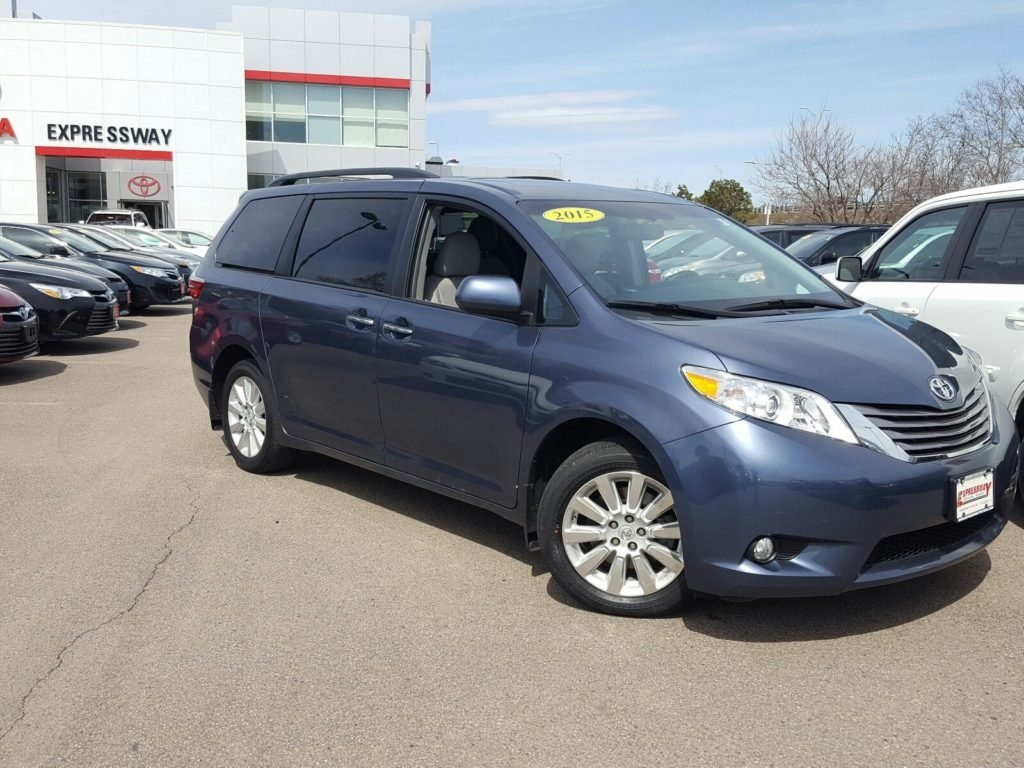 Pre-Owned 2015 Toyota Sienna AWD