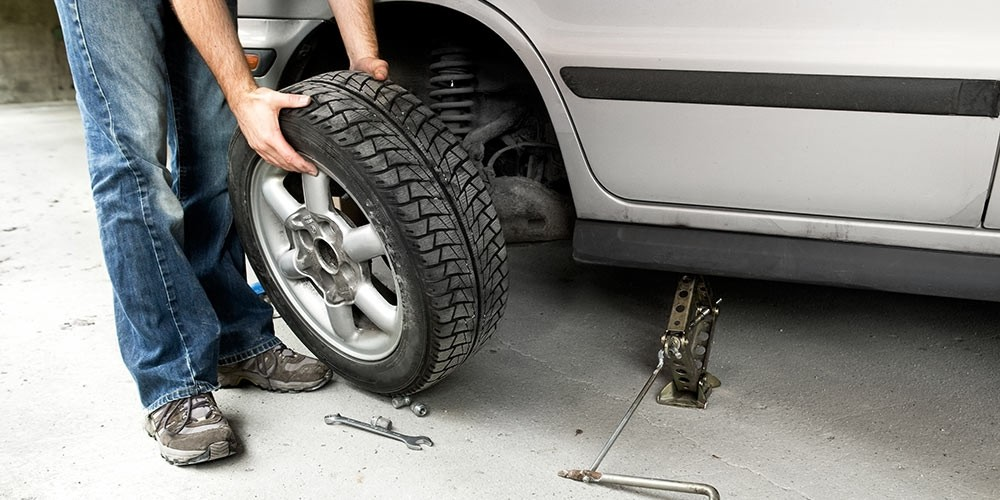 Toyota Tire Deals >> Where To Place The Jack To Change A Tire Findlay Toyota