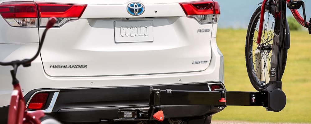 White 2019 Toyota Highlander with Accessory Tow Hitch Bike Attached