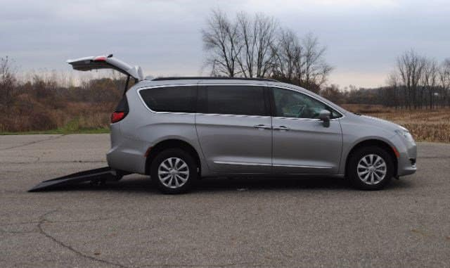 2017 Chrysler Pacifica Side