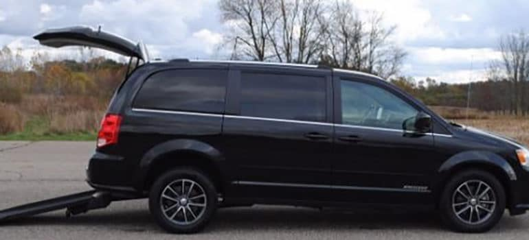 Black Dodge Kneelvan