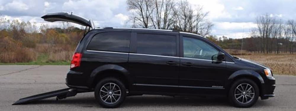 Black Dodge Kneelvan