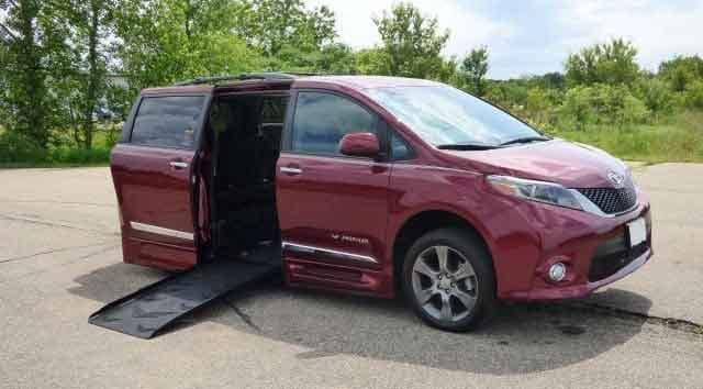 2015 Toyota SIenna Red