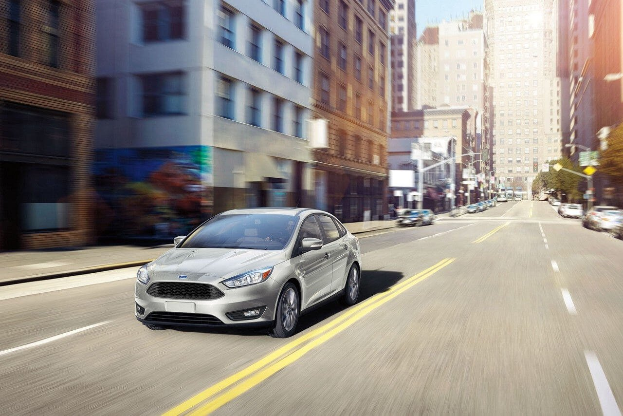 2017 Ford Focus SEL White Gold Gallery 4