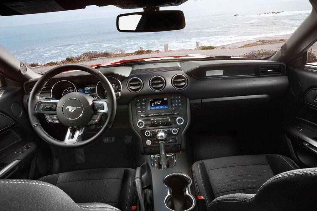 2017 Ford Mustang V6 Fastback Interior Gallery 8