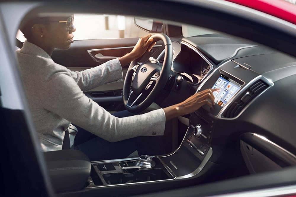 2019 Ford Edge driver