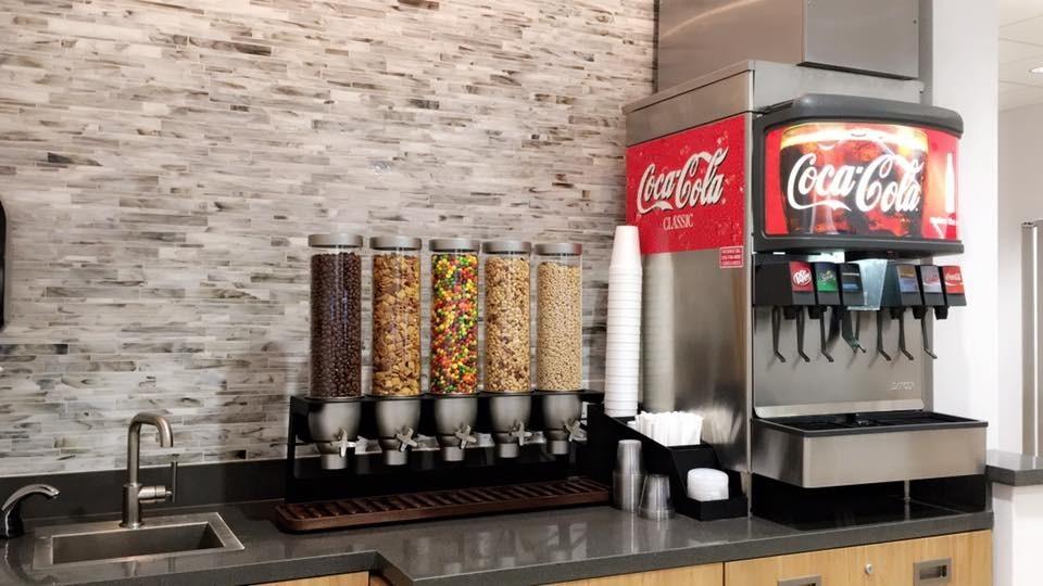 holmes honda, holmes honda shreveport, complimentary snacks, service, honda service, coke, coffee, complimentary