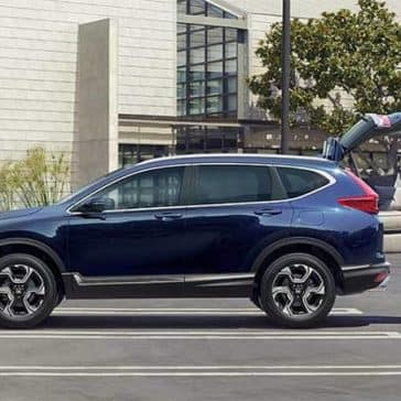 Couple Loading Cough into 2019 Honda CR-V