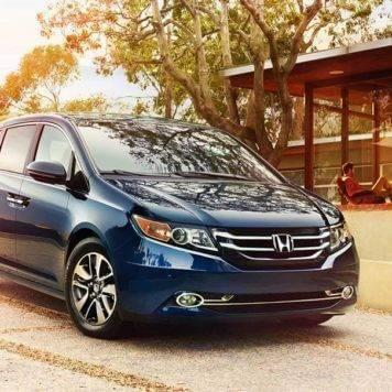 2017-Honda-Odyssey-Parked-in-front-of-a-house
