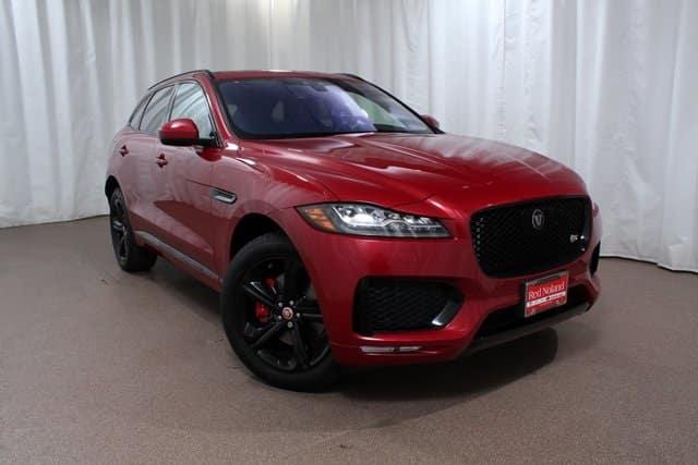 2019 Jaguar F-PACE luxury interior