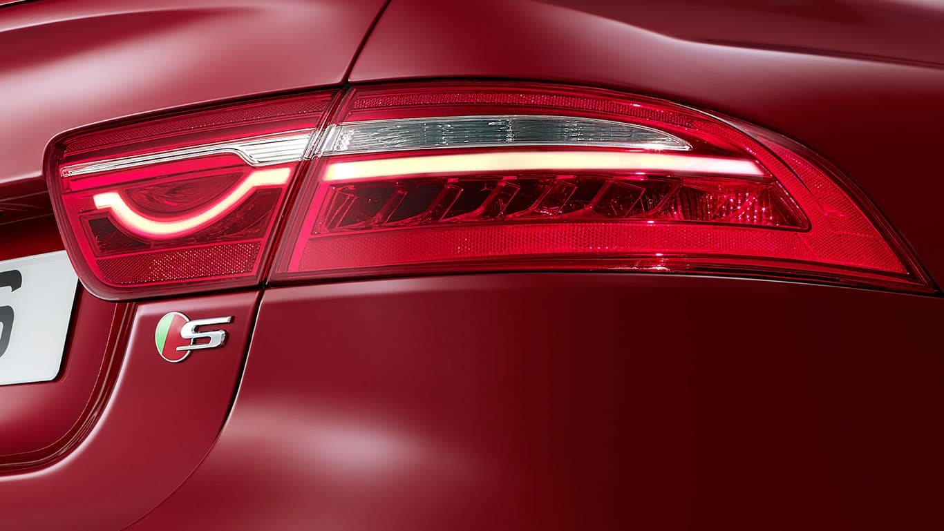 2018 Jaguar XE tail light detail