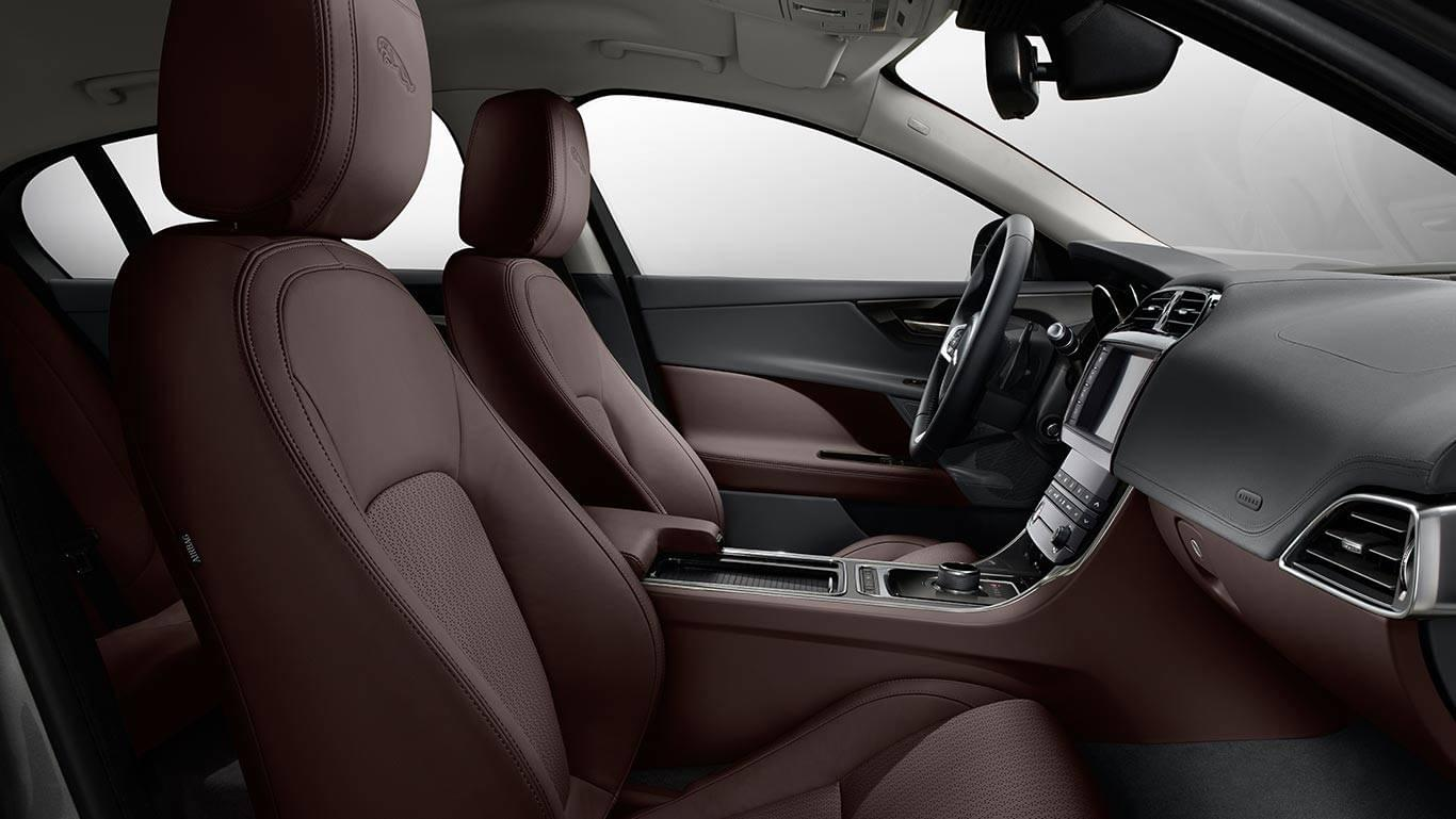 2018 Jaguar XE front interior