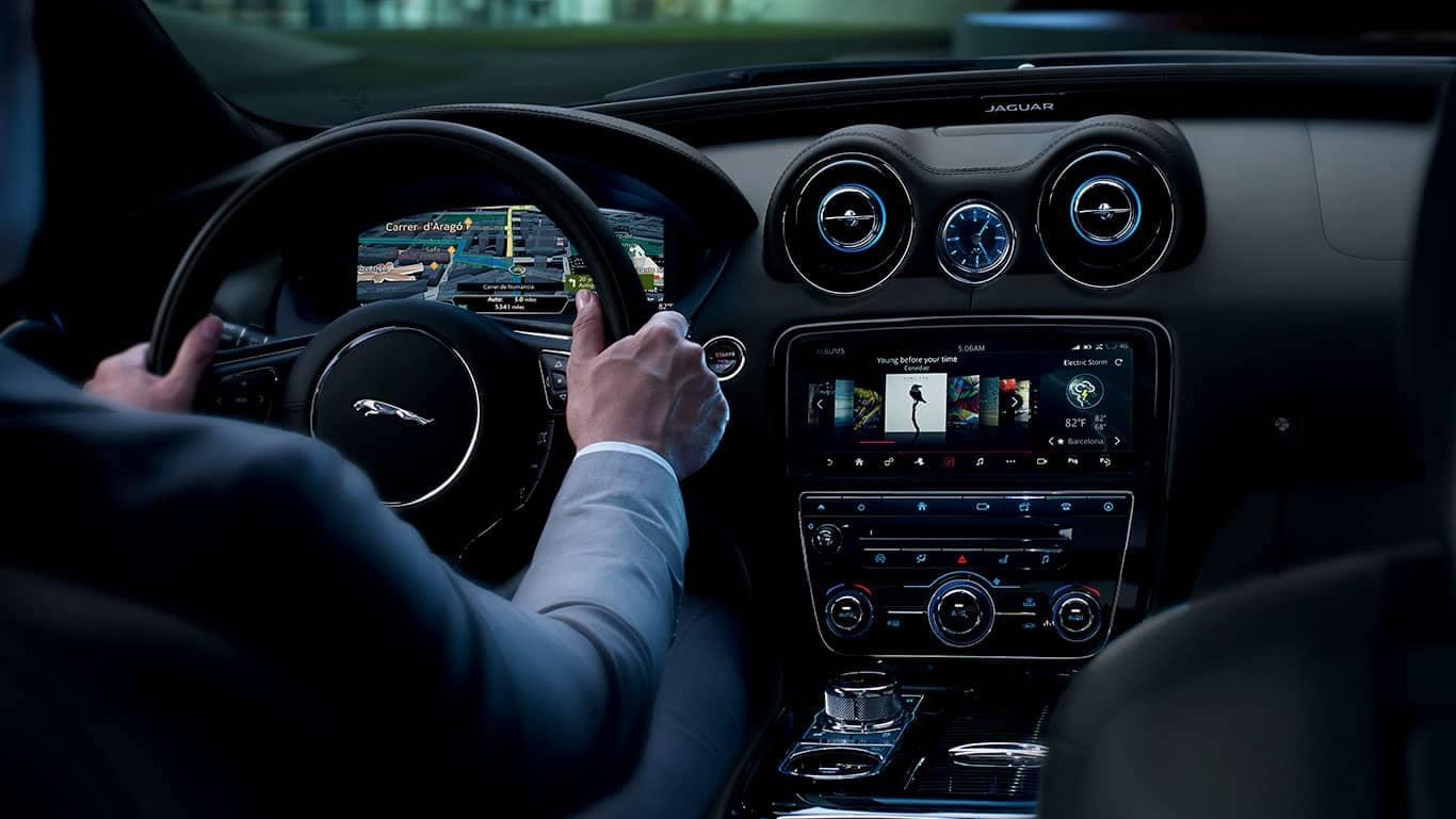 2019 Jaguar XJ front interior