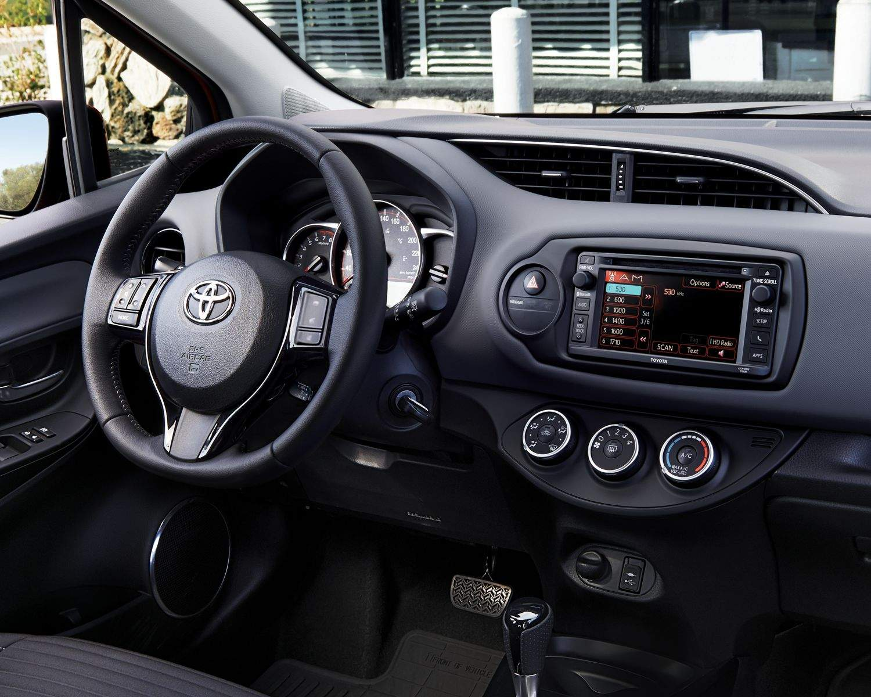 toyota 2017 yaris hatchback interior front dash l kelowna toyota. Black Bedroom Furniture Sets. Home Design Ideas