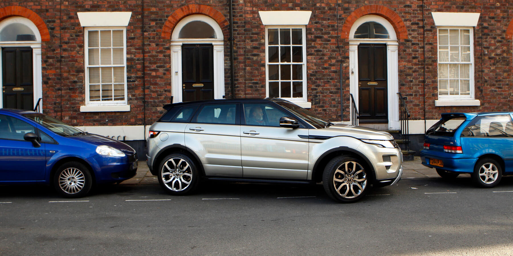 Land Rover Range Rover Parking