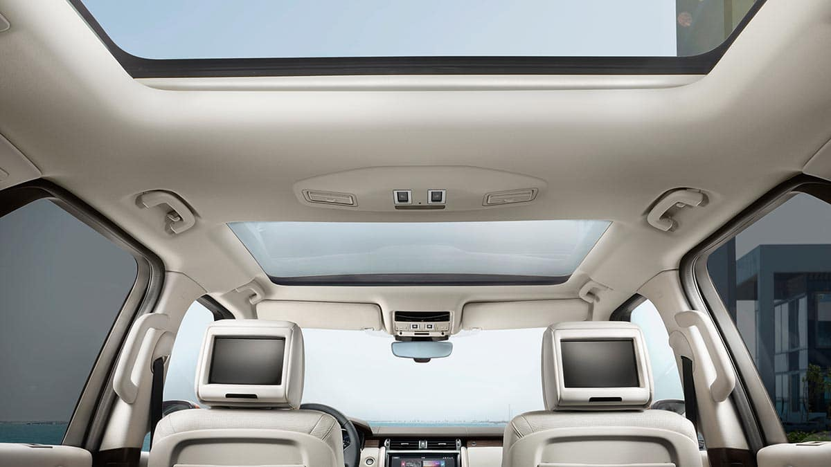 2018 Land Rover Discovery Interior View of Panoramic Roof