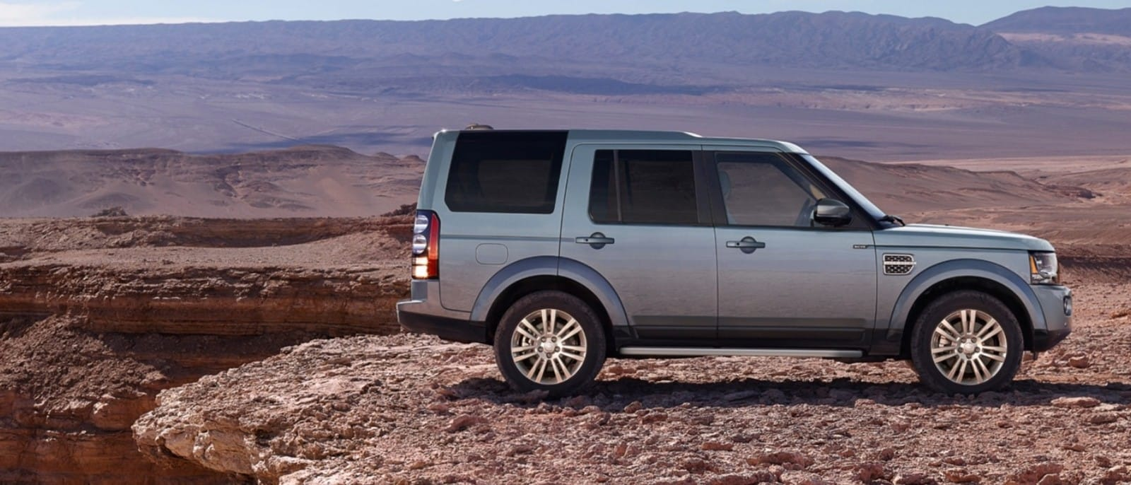 2016-Land-Rover-LR4-Slider-1-1-1600x686-1