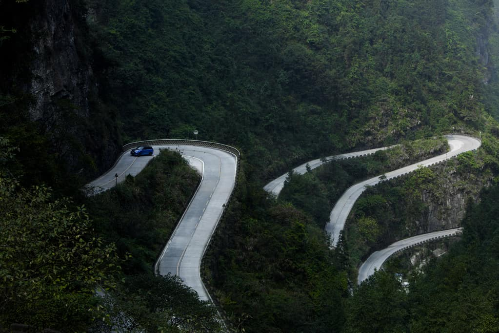 Range Rover Sport SVR Sets unofficial record on Tianmen Road