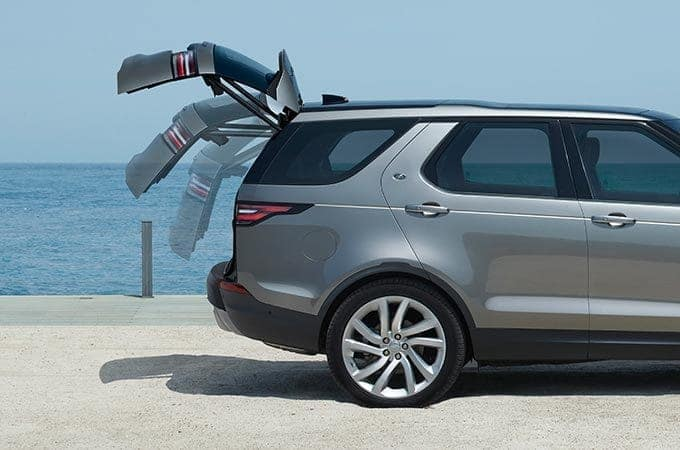 Land Rover Discovery powered gesture tailgate