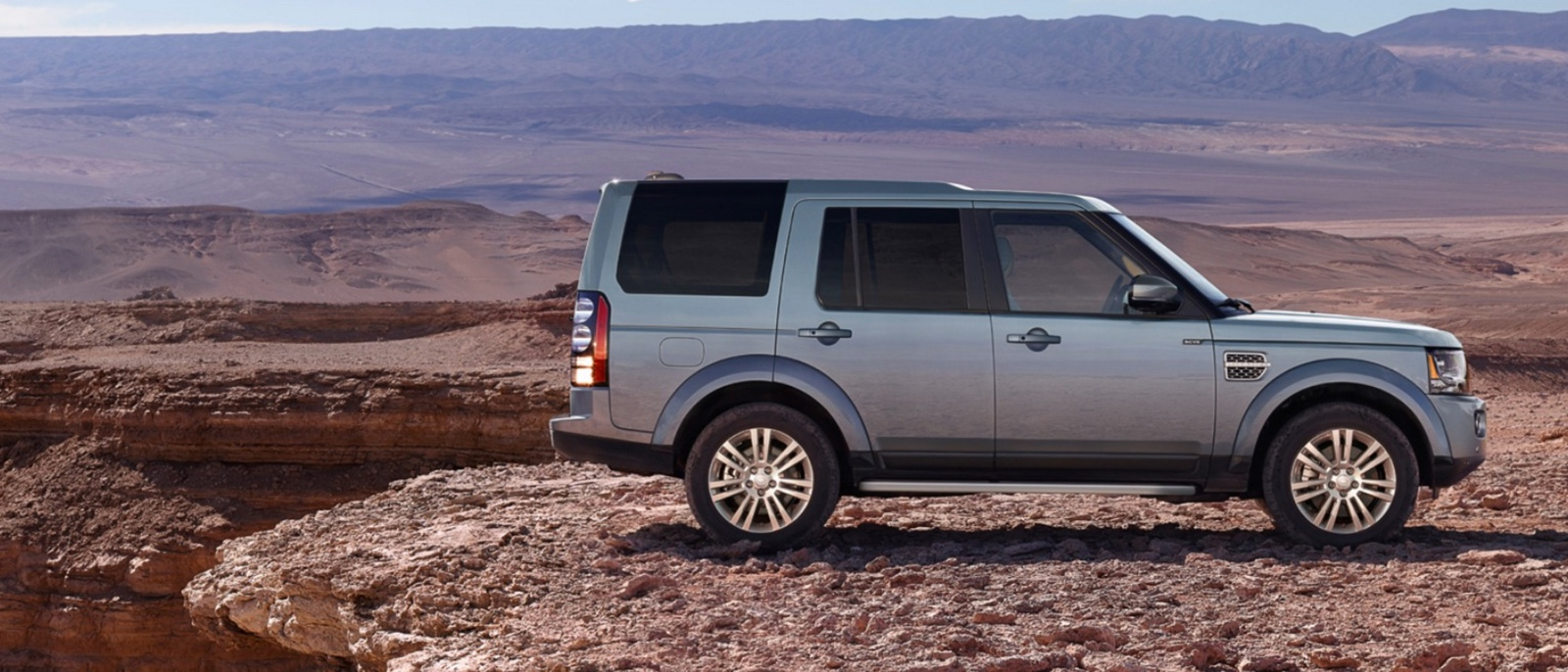 2016-Land-Rover-LR4-Slider-1