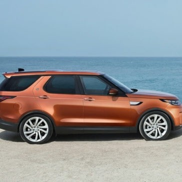 2017 Land Rover Discovery Side View