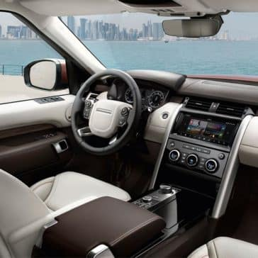 2018 Land Rover Discovery front interior