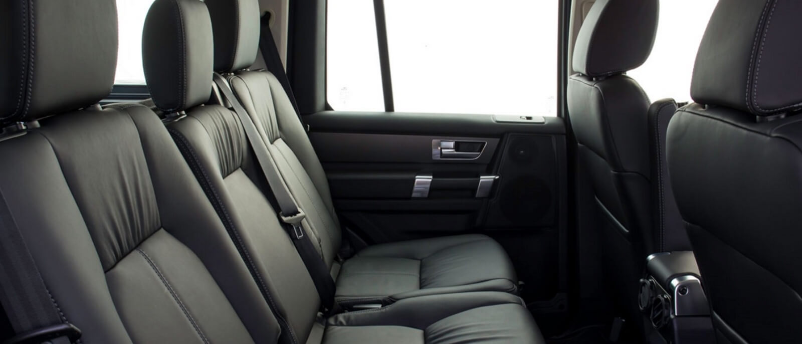 2016 Land Rover LR4 interior seating