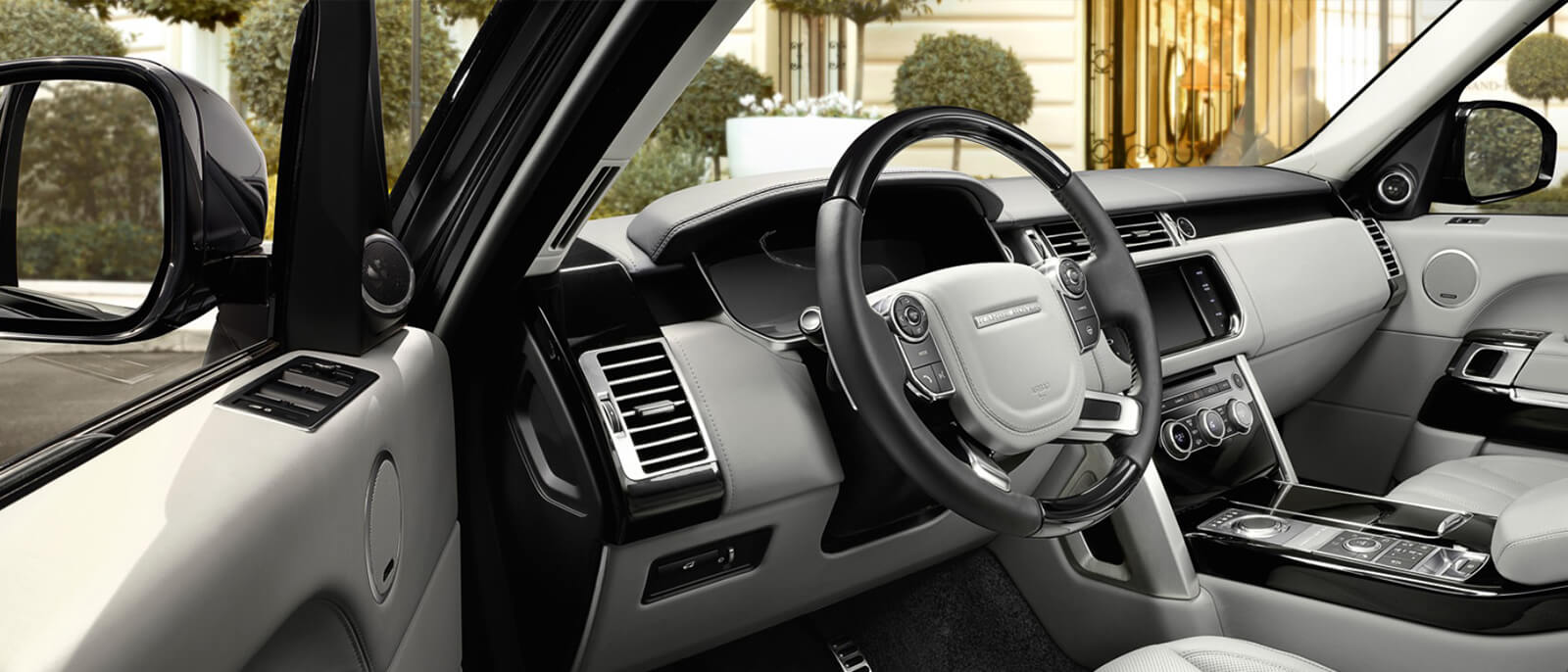2017 Land Rover Range Rover interior dashboard