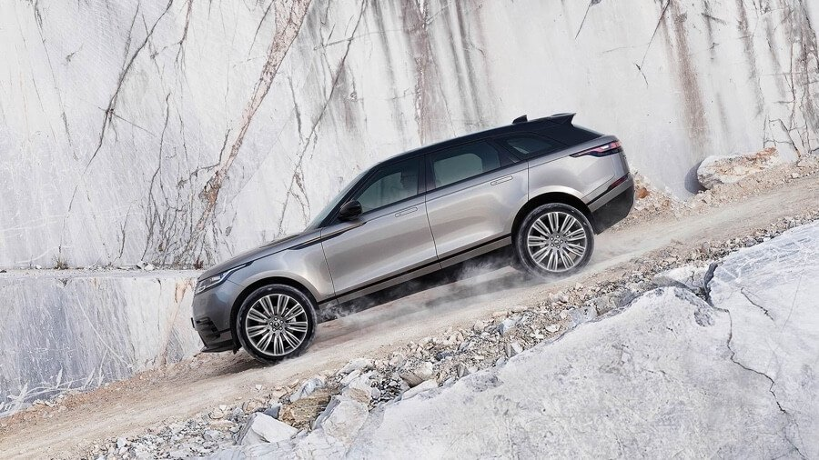 2018 Range Rover Velar on icy road