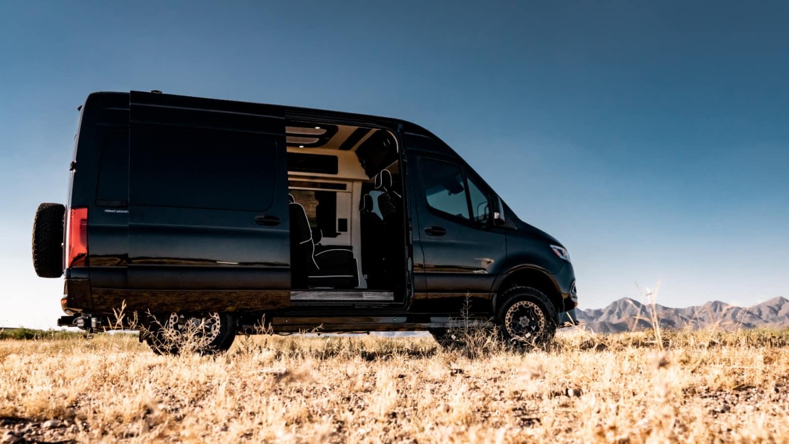 Black 144 4WD LUXE Daycruiser