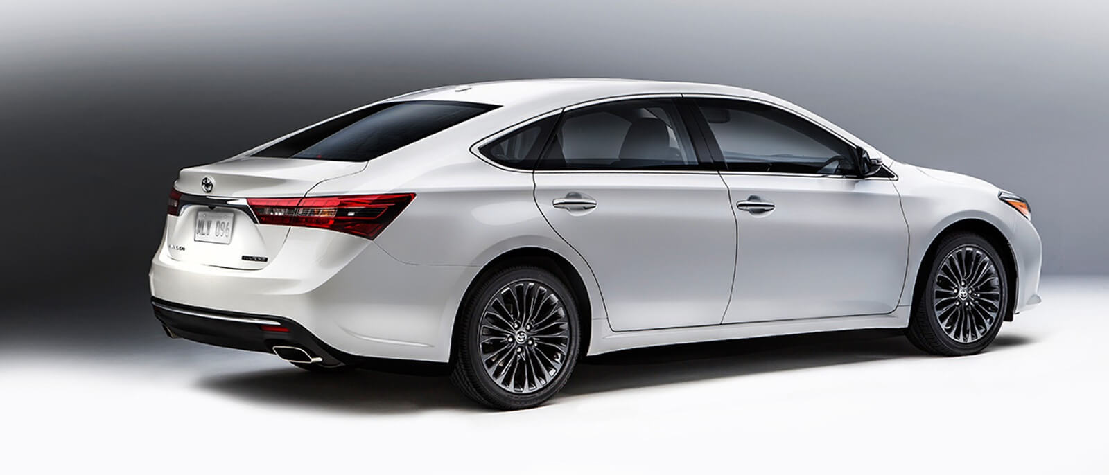 2016 Toyota Avalon side view
