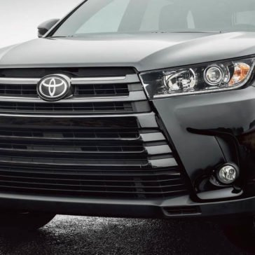 2017 Toyota Highlander front exterior up close