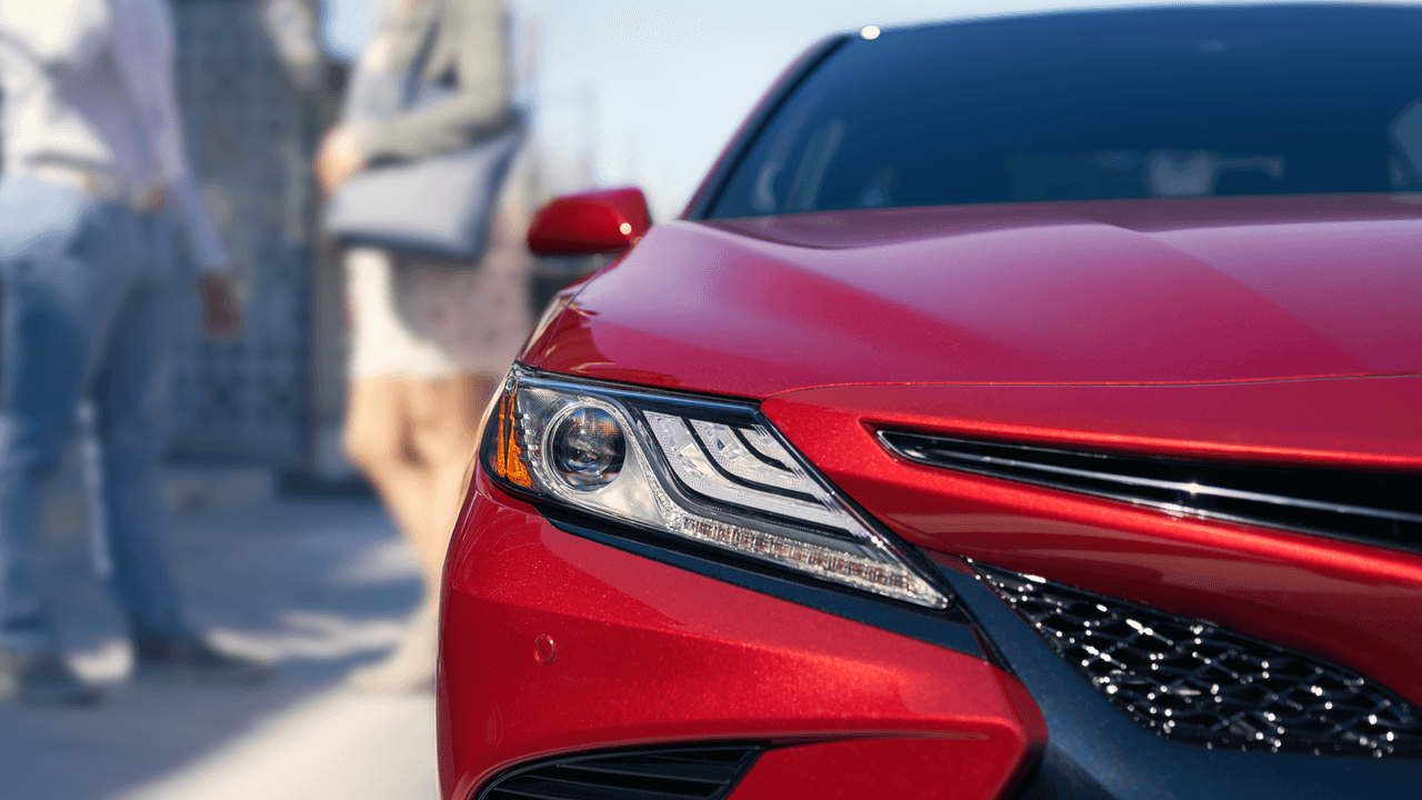 2018 Toyota Camry headlights up close