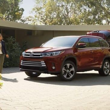 2018 Toyota Highlander red exterior