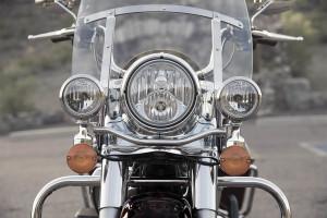 2017 Harley-Davidson® Road King® windscreen and headlights