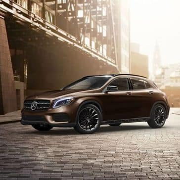 2019-Mercedes-Benz-GLA-city-street