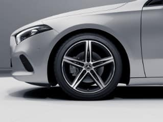 01R - 18-inch 5-spoke wheels w/black accents
