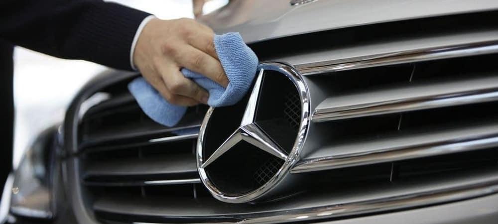 Man polishing MB Logo