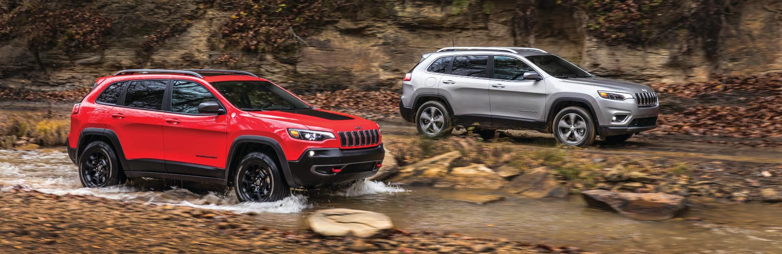 Two 2019 Jeep Cherokees going offroading